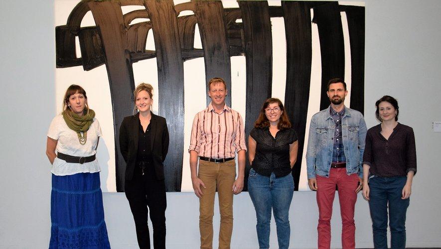 L'équipe des médiateurs au complet, entourant Christophe Hazemann, le directeur adjoint du musée.