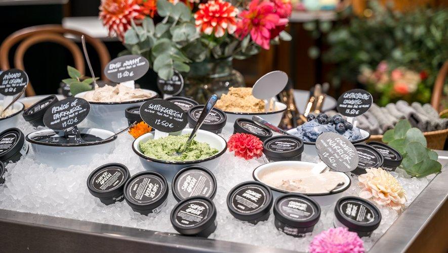 Les Masques frais pour le visage de Lush sont disponibles à la boutique parisienne Lush Spa Fresh & Flowers.