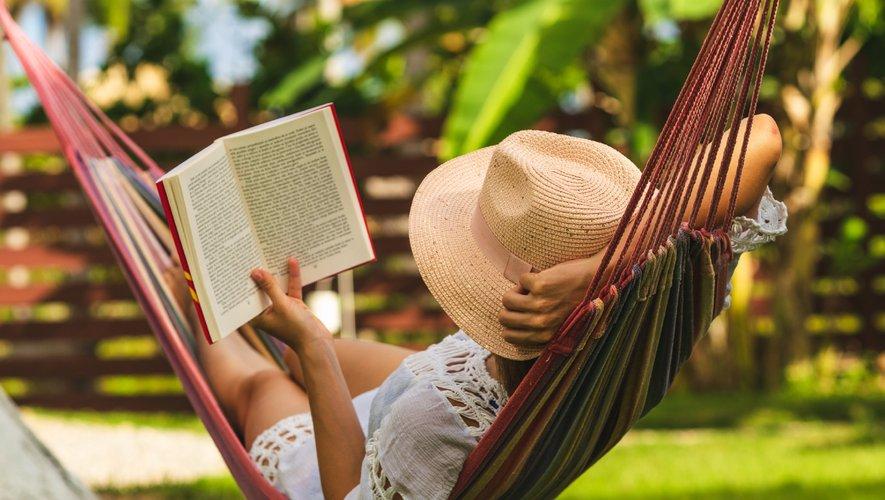 Pour aider les vacanciers-lecteurs à choisir les livre qui les accompagneront en villégiature, l'académie Goncourt et le jury du Renaudot ont chacun publié une liste de recommandations de lecture.