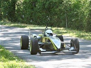 Didier Brun, ici avec sa Dallara F302, est double tenant du titre à Saint-Geniez.