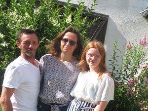 Aurélie, Sébastien et leur fille Larra.