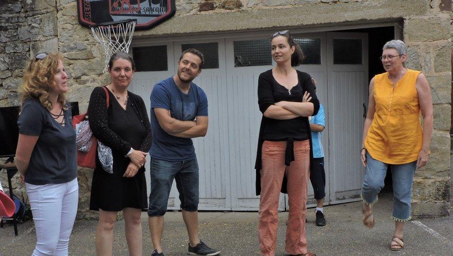 les nouvelles enseignantes: Mmes DEC et Maurel et  les enseignants actuels Mr Boudalou, Mmes Bedrune et Laubuge.