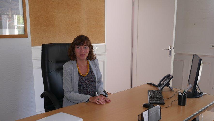 Emmanuelle Gazel s'installe dans le fauteuil de maire de Millau.