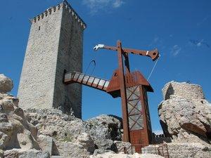 Grimper en haut  de la Tour d'Apcher