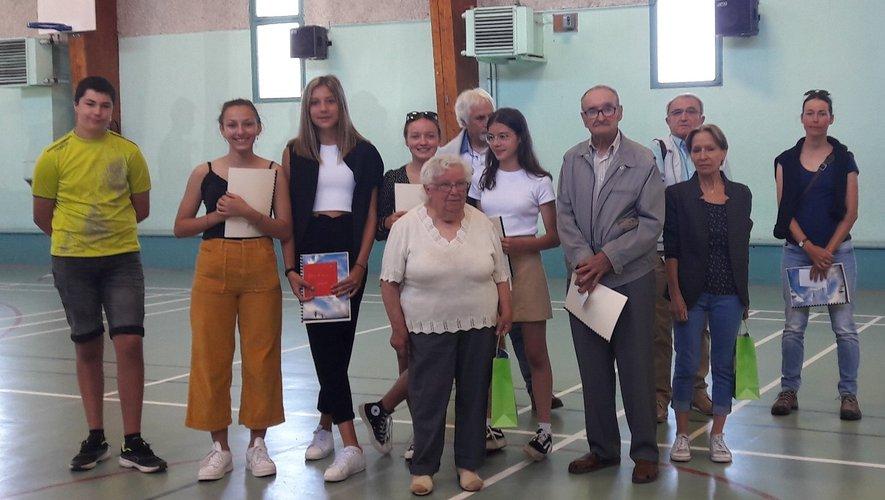 Les lauréats présents ont reçu leur prix avec les félicitations de l'assemblée.