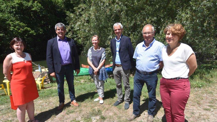 La préfète, la secrétaire générale de la Préfecture et les maires du syndicat mixte du lac de Castelnau-Lassouts-Lous