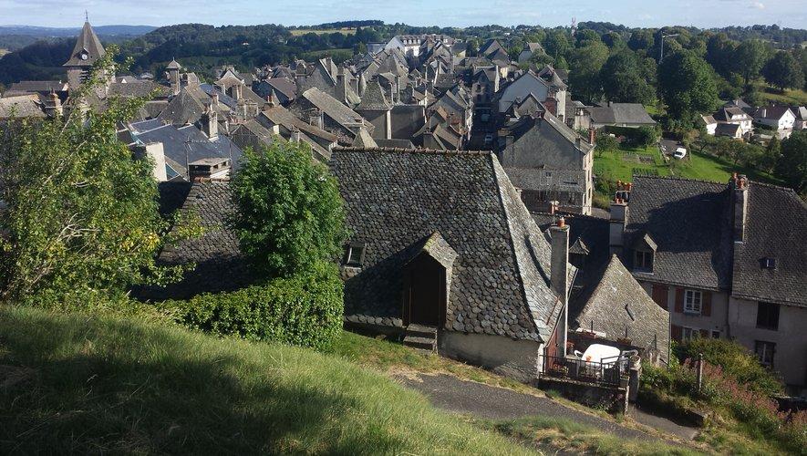 Mur-de-Barrez, la toute petite cité.