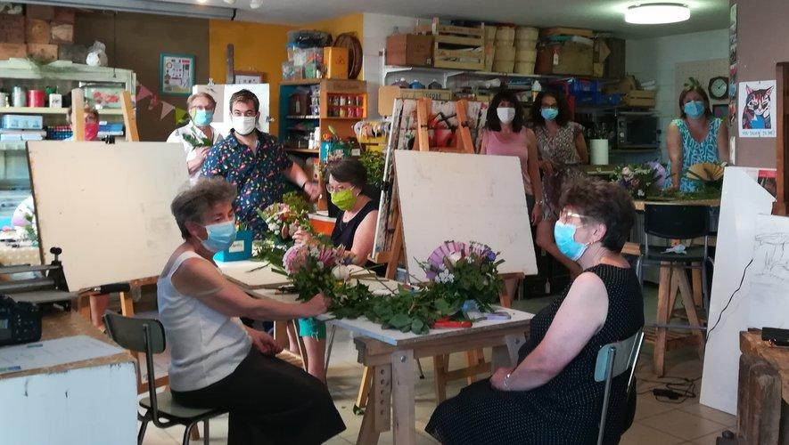 Les ateliers d'art floral ont toujours autant de succès.  Prochaines dates : les 18 et 22 juillet, de 18 heures à 19 h 30.