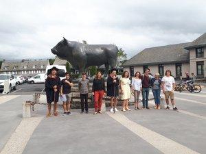 """La troupe des """"Improgrammées… programmée cet été pour visiter Laguiole autrement."""