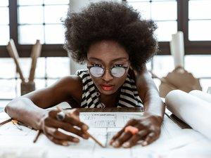 Une étude récente a montré que seulement 0,32% des meubles produits par les grandes marques d'ameublement ont été conçus par des designers noirs.