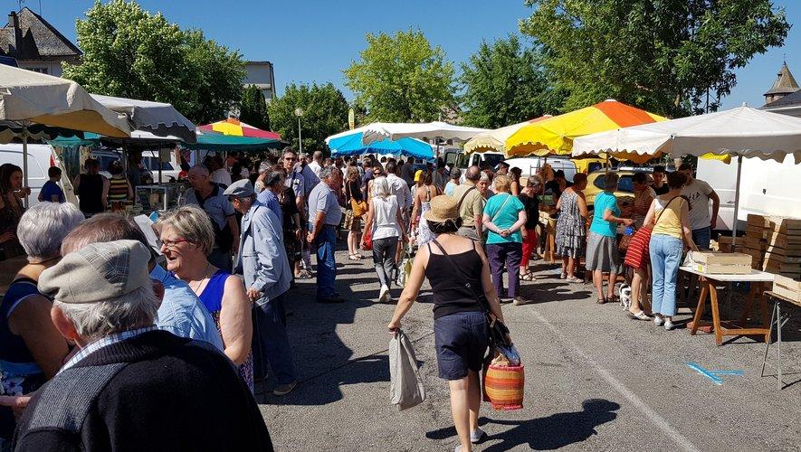 Cet été, le marché de producteurs se tiendra sur le parking de la Poste,le dimanche matin.