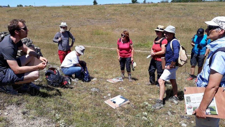 La création d'un herbier a été expliquée aux participants.
