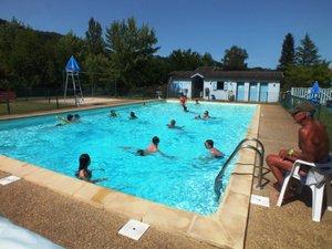 À la piscine pour un été chaud