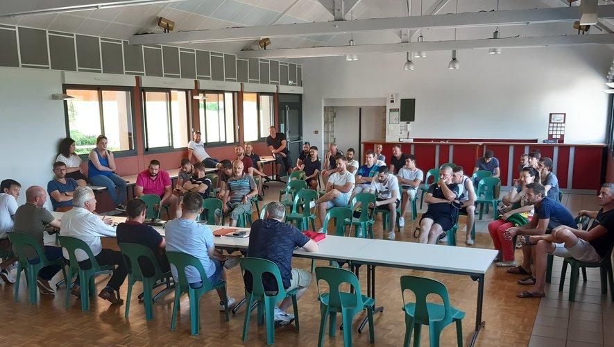 Les participants attentifs au compte rendu du bureau.