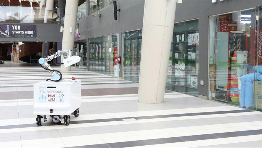A Singapour, des robots désinfectent l'espace public.