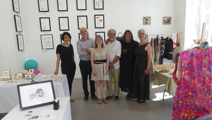 Le maire et son adjointe (à gauche)aux côtés des artistes.