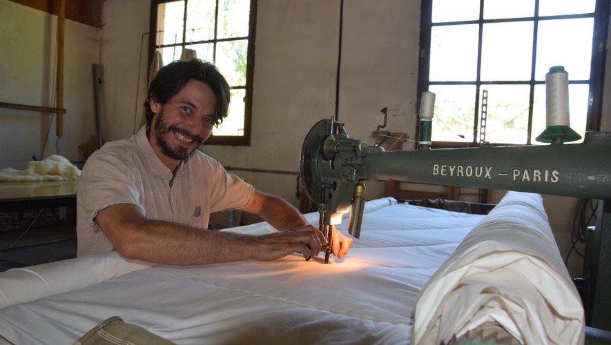 Guillaume Jouin s'affaire dans son atelier dans la zone artisanale de Villecomtal.