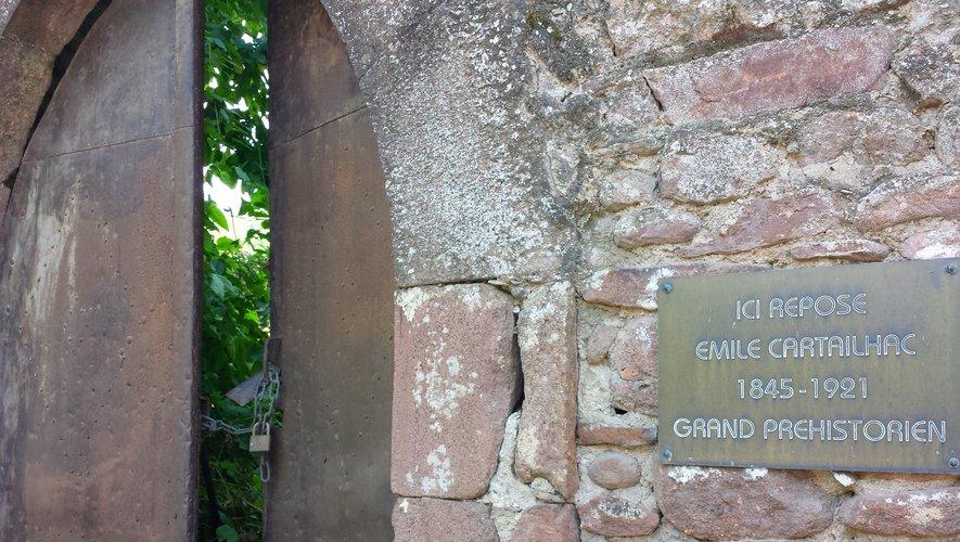 Le préhistorien Emile Cartailhac, qui a une sépulture digne d'un Jurassic Park à Camarès, est pourtant mort à Genève...