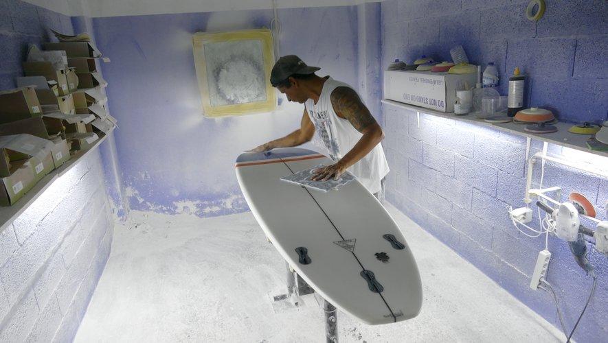 Spécialisée dans le matériel de surf éco-responsable, l'entreprise bordelaise Nomads Surfing fondée en 2017 pousse toujours plus loin sa volonté de sensibiliser le grand public à la sauvegarde des océans.