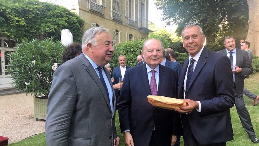 Le président du Sénat, Gérard Larcher, n'a pas manqué de saluer et de rendre hommage à l'élu aveyronnais.