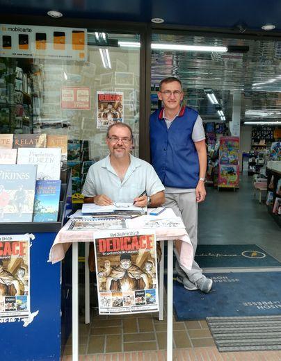 Laurent Sieurac scénariste, dessinateur et coloriste, en dédicace, avec Jérôme Prat de la Maison de la Presse.