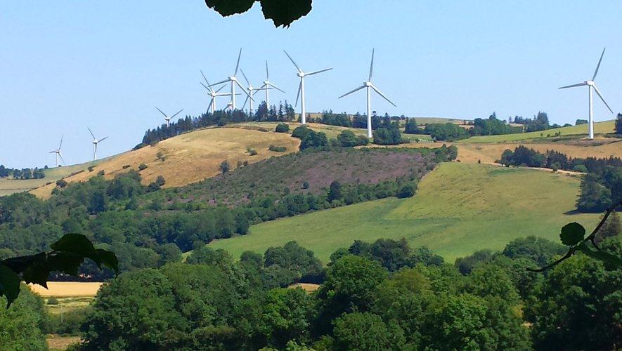 Rouler parmi les éoliennes.