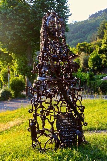 Statue-menhir contemporaine.
