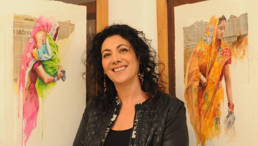 Sonia Privat devant ses réalisations.
