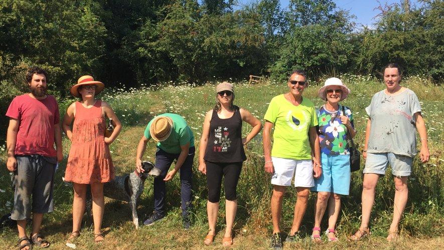 Sarah Despinoy accueille les visiteurs tous les jeudis après-midi pour une visite guidée sur le sentier des plantes.