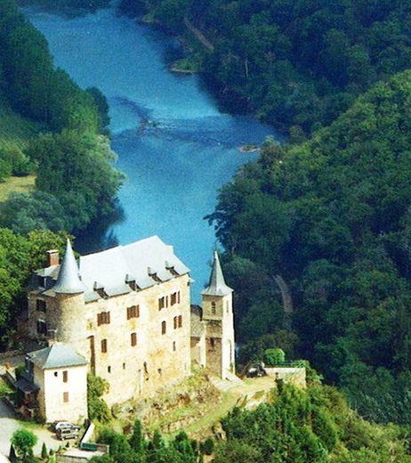 Le beau château de Gironde.