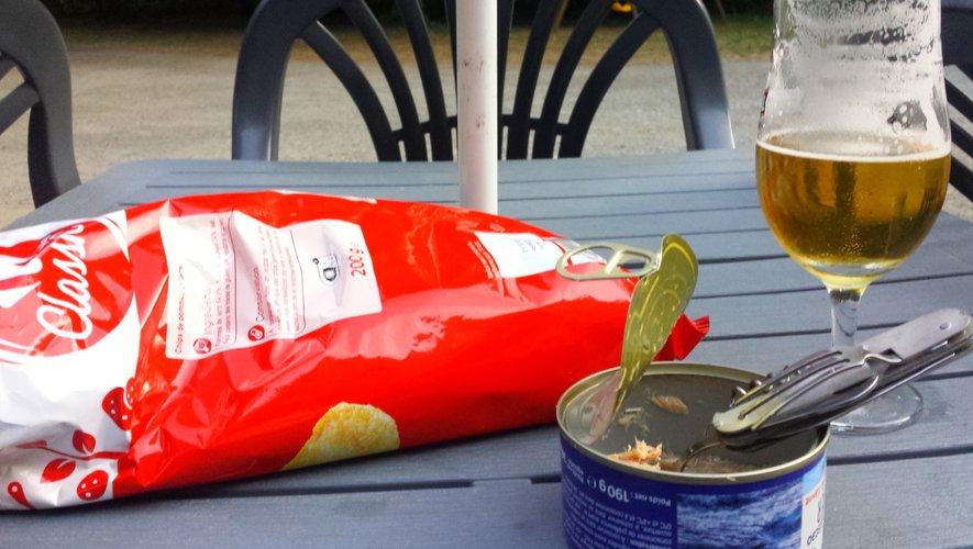Le repas du soir ? Steak de thon et pommes vapeurs avec un petit picpoul de Pinet. Ou presque...