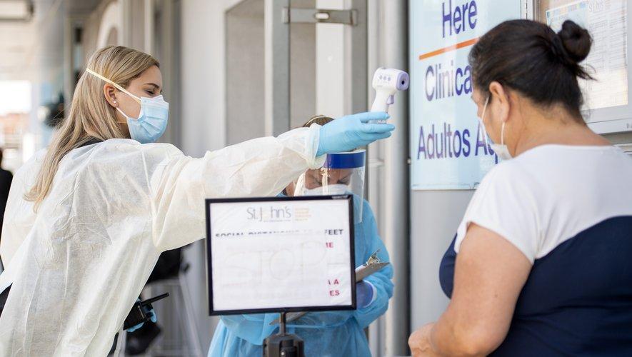La pandémie a fait au moins 715.343 morts sur la planète depuis que le bureau de l'OMS en Chine a fait état de l'apparition de la maladie fin décembre