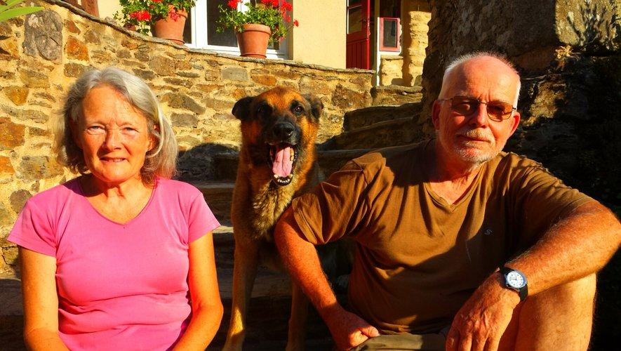 Anne-Marie, Hermann et leur chien Fédor, au Moulin de Liort.