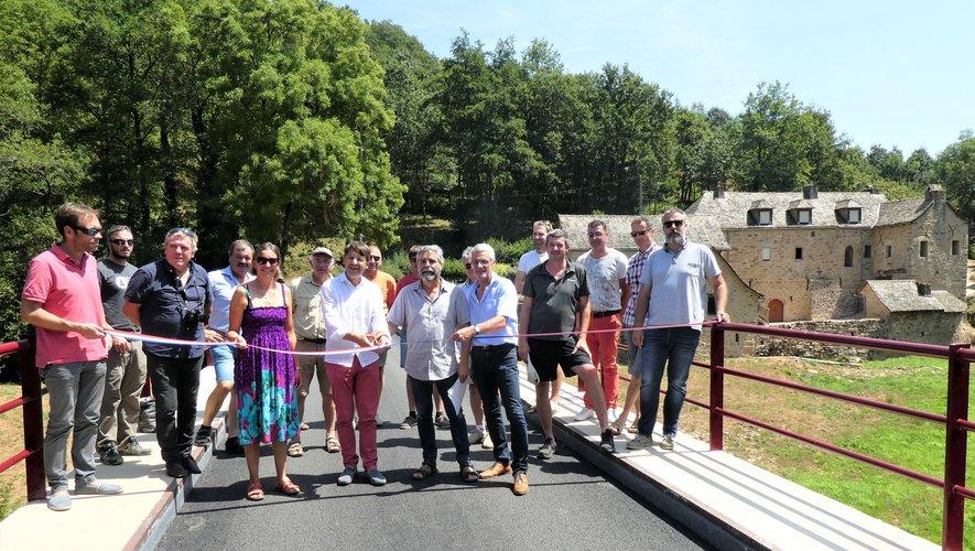 Élus et entreprises ont inauguré le pont dans sa nouvelle configuration.