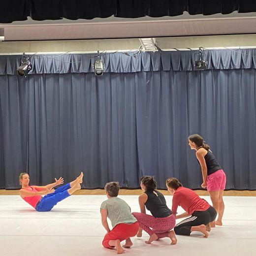 Les danseuses sur scène.
