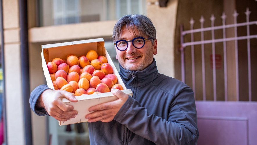 Yannick Colombie est éleveur d'abricots dans le Tarn-et-Garonne. Il fournit les plus grands chefs de la région, dont les Toqués d'Oc.