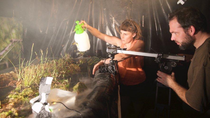 Marie et Alain co-réalisateur en plein tournage.