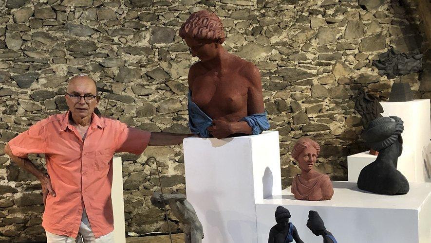 Le sculpteur-céramiste Claude Forestier.