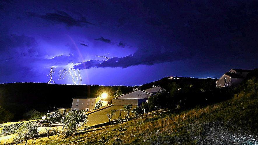 Le département placé en vigilance orange en raison d'orages violents — Aveyron