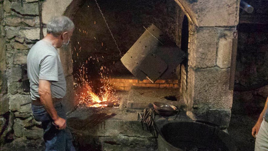 Le cuivre porté à haute température.