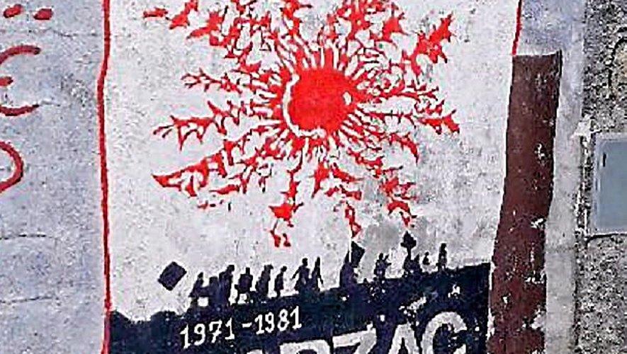 Il arrive de croiser le symbole de la lutte du Larzac bien loin du plateau de l'Aveyron. Comme ici en Sardaigne. C'est dire la résonance de cette lutte, dont l'histoire a resurgi lors de la mobilisation autour de Notre-Dame-des-Landes, où d'aucuns évoquaient un nouveau Larzac. Reste que le Larzac représente bien plus qu'une mobilisation, comme ne témoigne ce serment des 103…