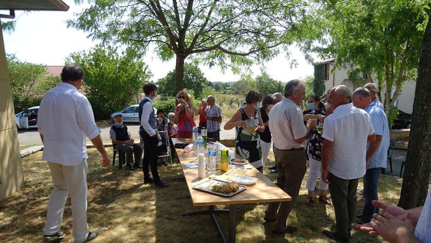 La municipalité reçoit les participants après les cérémonies.