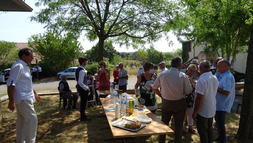 La municipalité reçoit les participants après les cérémonies