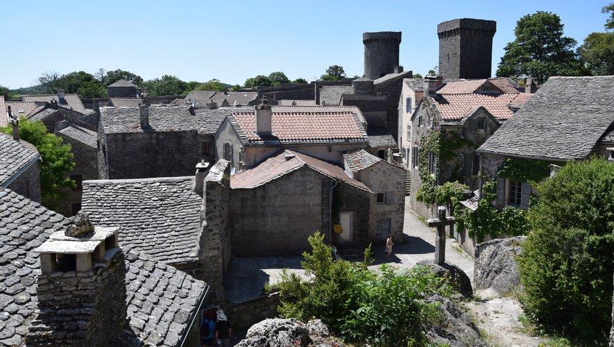 Fondée par les Templiers, agrandie, enrichie et fortifiée par les Hospitaliers, futurs chevaliers de l'Ordre de Malte.