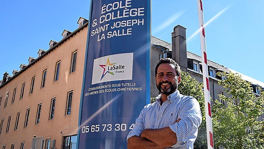 Ximum Lataillade était auparavant directeur d'un lycée agricole en Charente-Maritime.