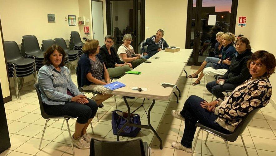 Les membres du bureau réunis pour planifier la reprise des cours.
