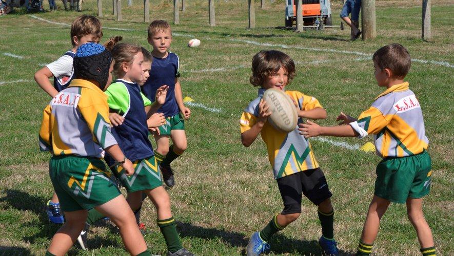 Les jeunes de l'école de rugby étaient impatients de refouler le rectangle vert.