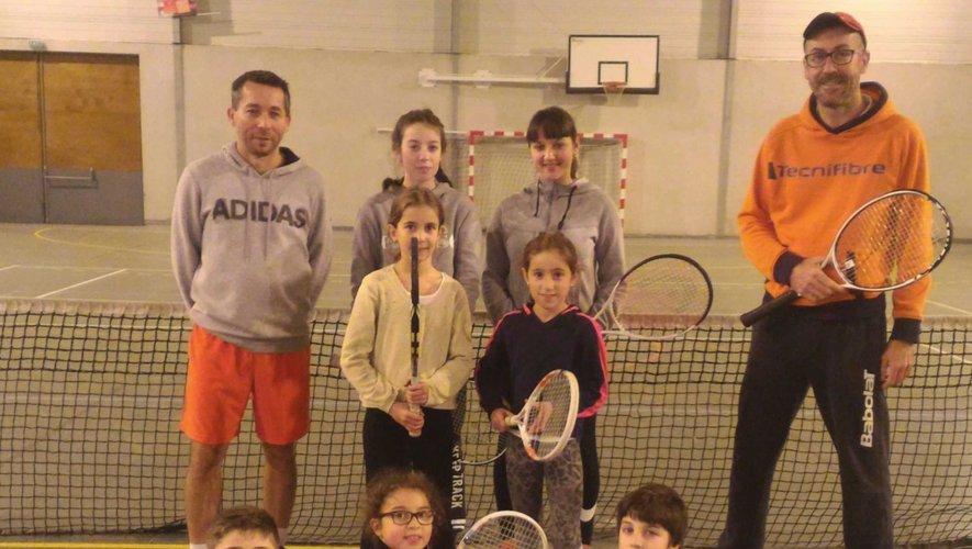 Les jeunes joueurs de tennis parés pour une nouvelle saison.