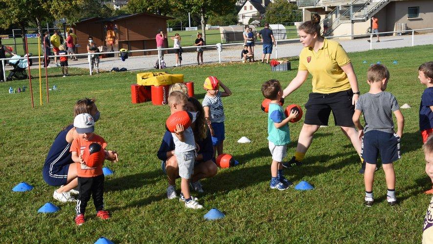 Le baby rugby permet de découvrir sous forme de jeux dès 3 ans..