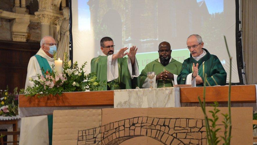 Mgr Fonlupt a installé les nouveaux prêtres